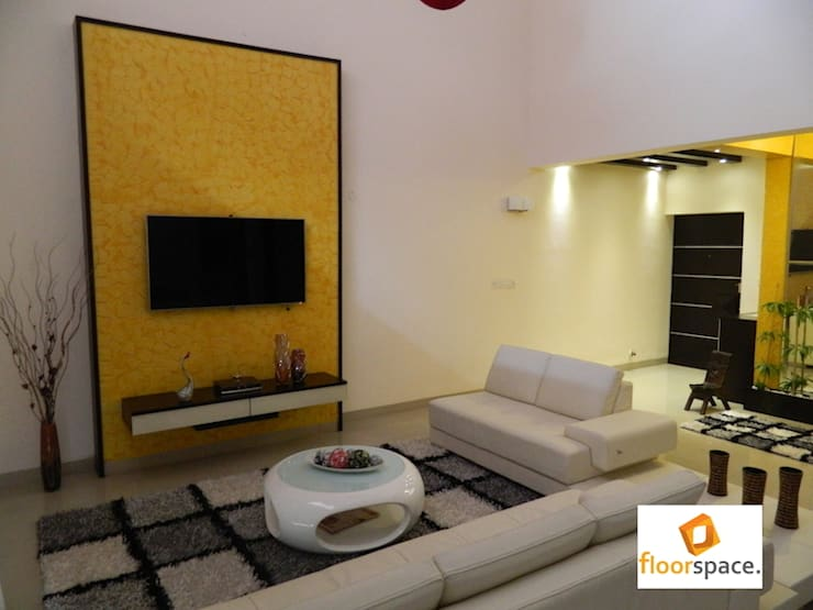 Project Encore - Simple Living Room:  Houses by Floorspace