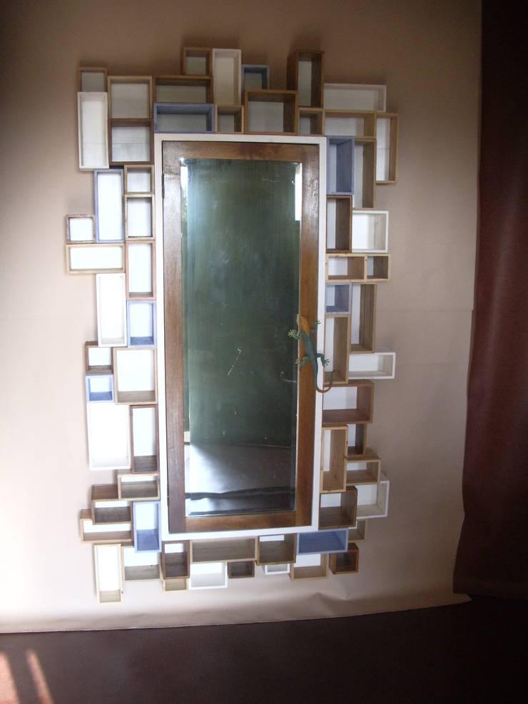 """specchio """"lizard"""":  in stile  di Studio Bozzi,"""