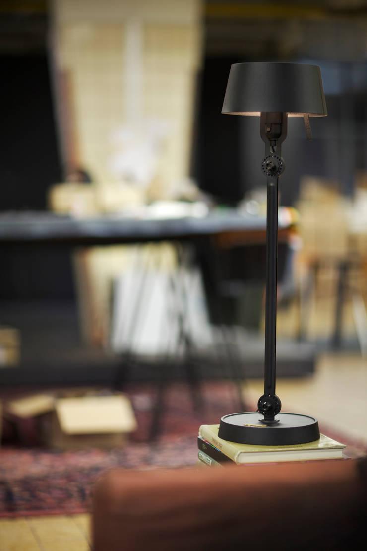TONONE - BOLT TABLE:  de estilo  de ROOMSERVICE DESIGN GALLERY