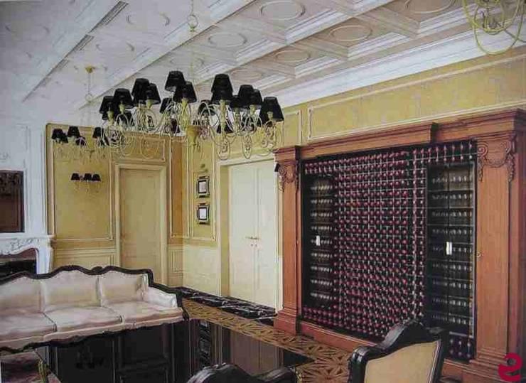 Arredamento zona living con armadio per il vino Esigo 2 Wall: Soggiorno in stile  di Esigo SRL