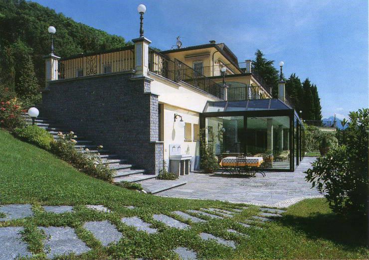 casa F – 1975: Casa in stile  di studio moscatelli