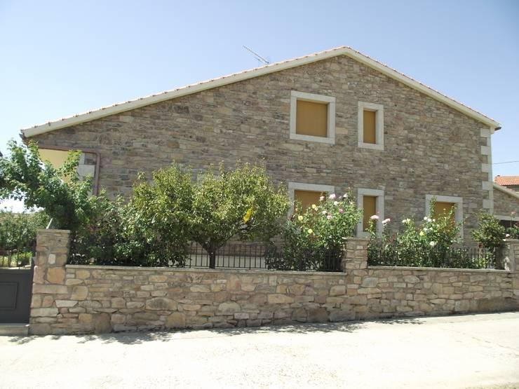 Casas de estilo rural por Meana Arquitectos