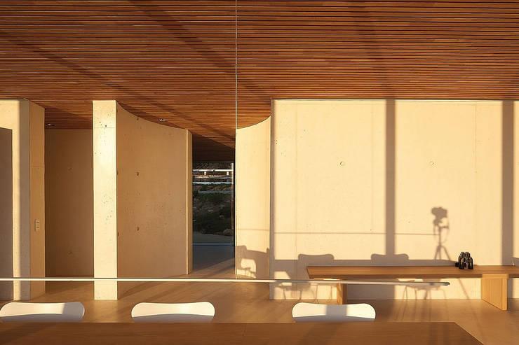Terrazas de estilo  por AABE, Moderno
