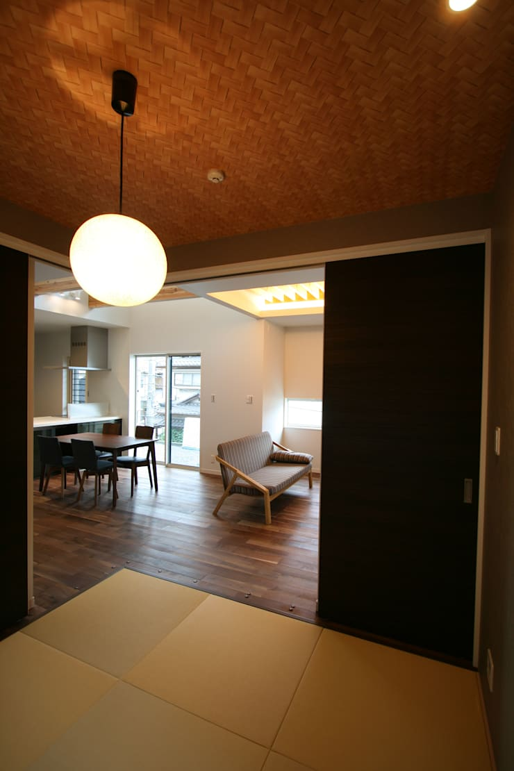 上温品の家: CAF垂井俊郎建築設計事務所が手掛けたダイニングです。,モダン