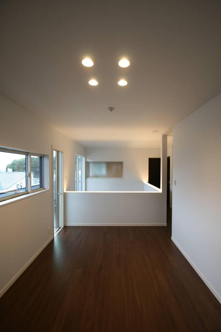上温品の家: CAF垂井俊郎建築設計事務所が手掛けた和室です。,モダン