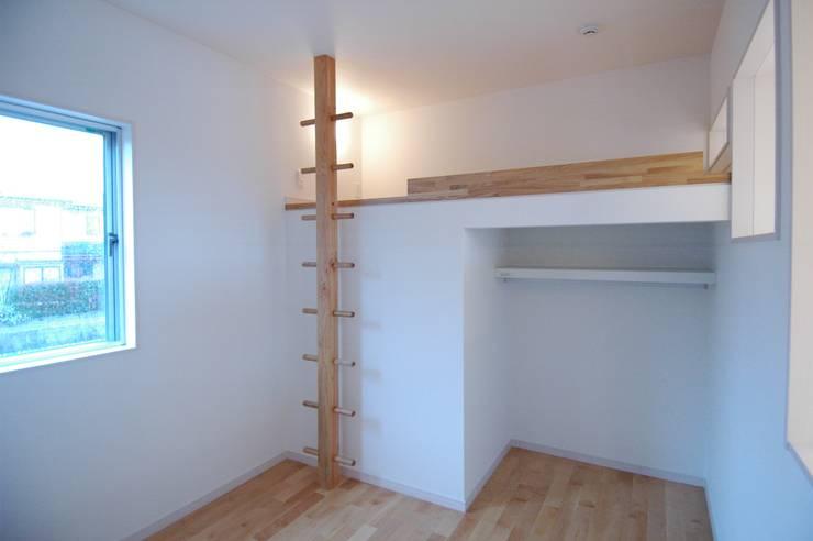 藤の木の家: CAF垂井俊郎建築設計事務所が手掛けた子供部屋です。