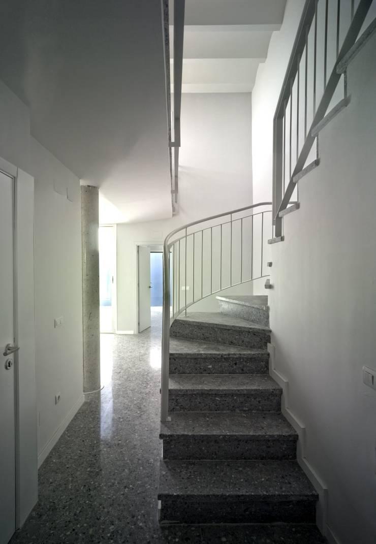 Interior vestíbulo:  de estilo  de gabriel verd arquitectos