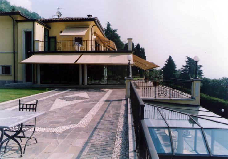 casa F - 1975: Casa in stile  di studio moscatelli