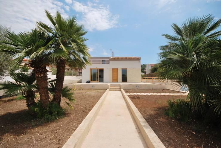 Casas de estilo moderno por Viviana Pitrolo architetto