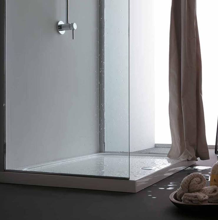 Tenda doccia in tessuto idrorepellente:  in stile  di GAL srl, Moderno
