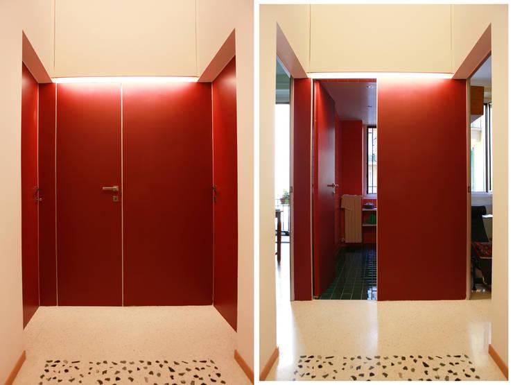 Abitazione con studi professionali: Finestre in stile  di auge architetti,