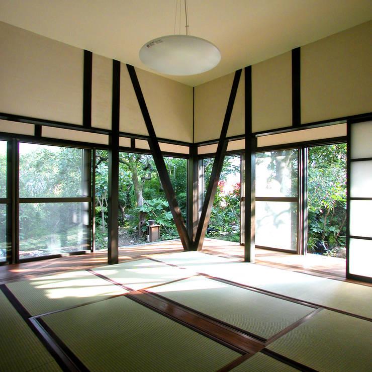 Salones de estilo  de ユミラ建築設計室