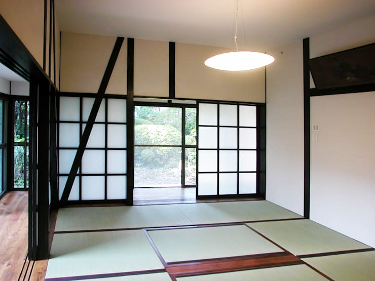 戦前の母屋をリフォーム: ユミラ建築設計室が手掛けた窓です。