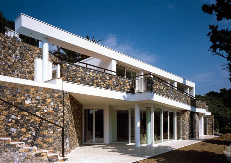 Villa B.  (Cervo, IM):  in stile  di Studio Rossi + Secco
