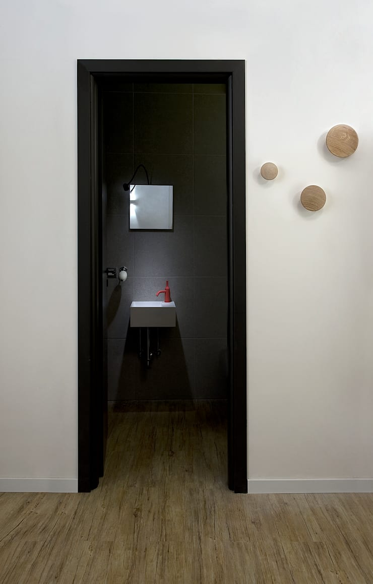 Space is luxury: Case in stile  di Architetto Renato Arrigo