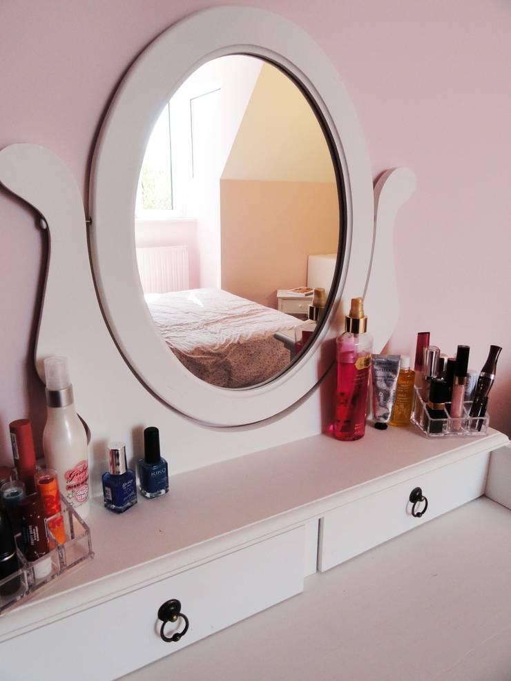 chambre d'adolescente: Chambre de style  par agence ine