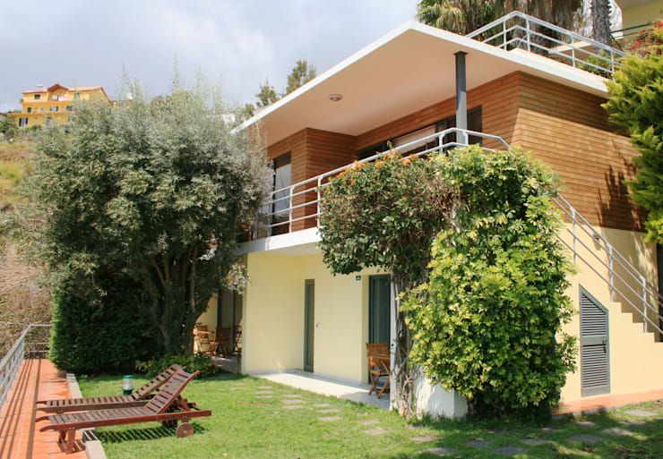 Extensão Casa do Papagaio: Hotéis  por Mayer & Selders Arquitectura
