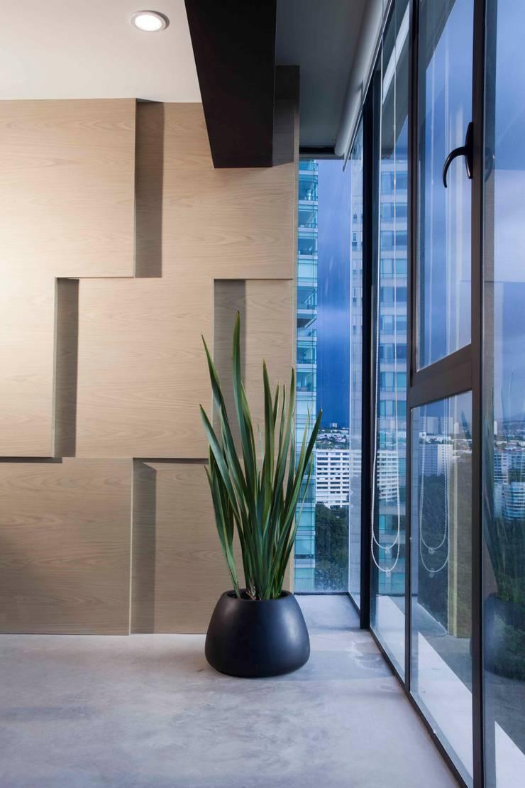 Departamento contemporáneo en Bosques de las Lomas: Ventanas de estilo  por Taller David Dana Arquitectura