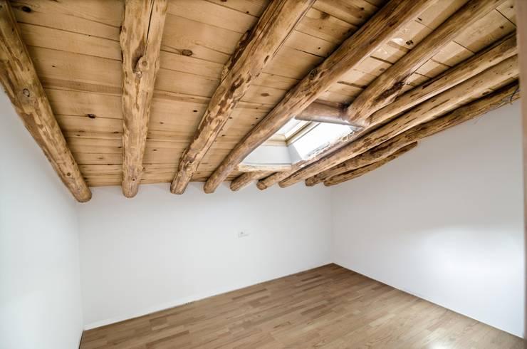 Rehabilitación de vivienda unifamiliar: Dormitorios de estilo  de ADDEC arquitectos