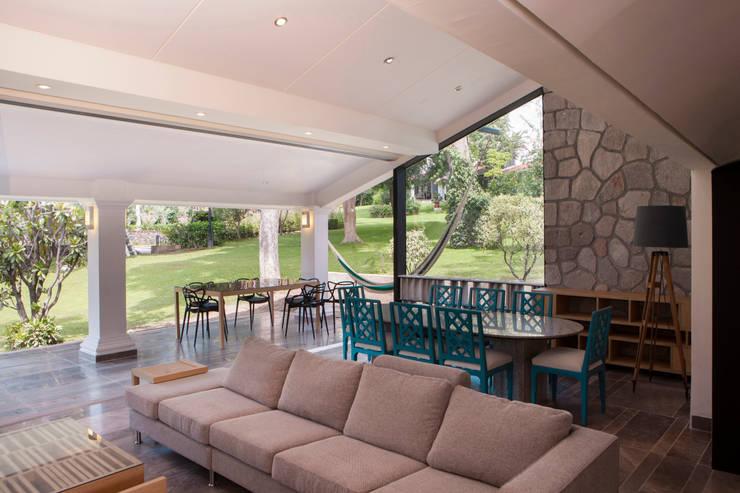 Salas de estar modernas por Taller David Dana Arquitectura