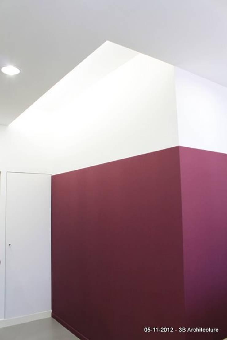 Lumière indirecte: Bureaux de style  par 3B Architecture