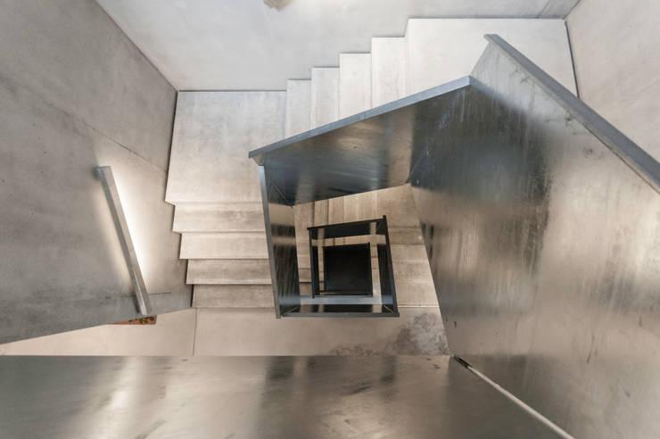 IMMEUBLE D'HABITATIONS:  de style  par François MEYER ARCHITECTURE