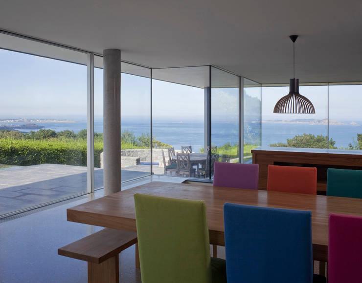 Couin de Vacque:  Dining room by JAMIE FALLA ARCHITECTURE