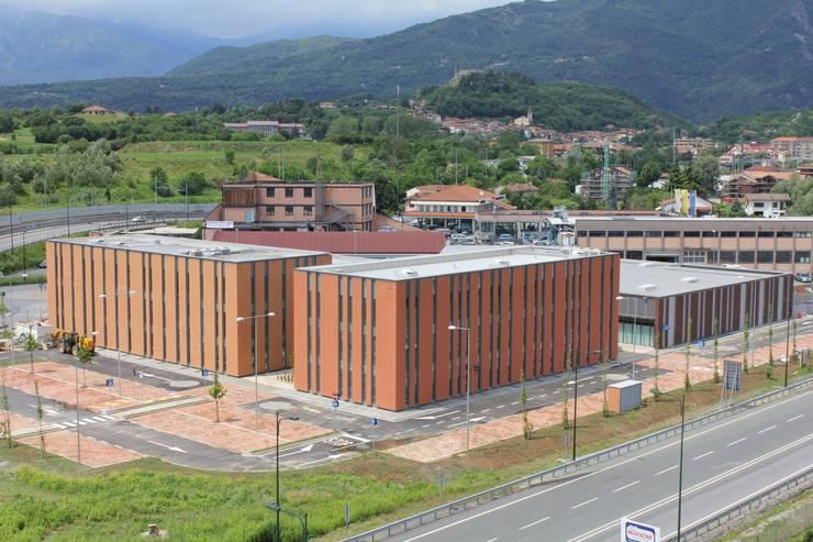 Centro Commerciale <q>Passeggeri</q>: Centri commerciali in stile  di OB|A Studio di Architettura,
