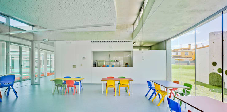 ESCUELA INFANTIL: Estudios y despachos de estilo  de AMO ARCHITECTURAL OFFICE SLP