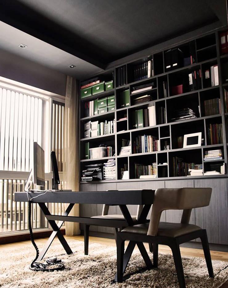Luxus Hill:  Study/office by Honeywerkz