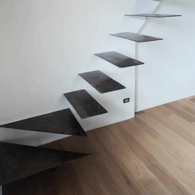 SCALA IN FERRO:  in stile  di ARCHITETTURE & DESIGN, Moderno