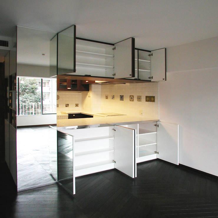 オーク材をつかってマンションリフォーム: ユミラ建築設計室が手掛けたキッチンです。