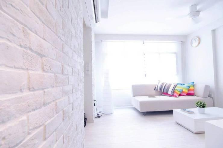 Apartment at Punggol Field:  Living room by Honeywerkz