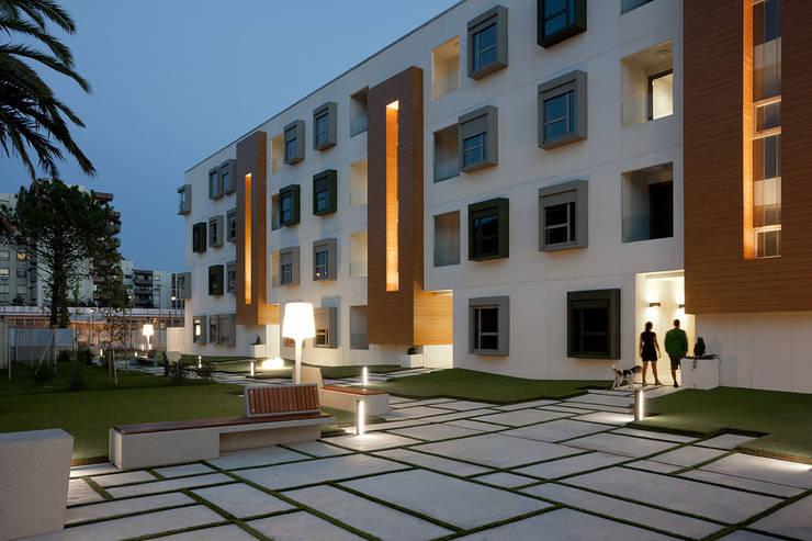32 viviendas en Fadura: Casas de estilo  de Erredeeme Arquitectos slp