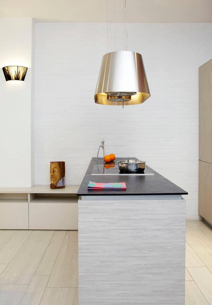 VIA CIPRO: Cucina in stile  di Flussocreativo design studio