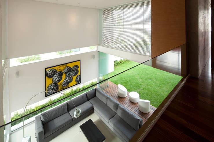 FF HOUSE: Salas de estilo  por Hernandez Silva Arquitectos