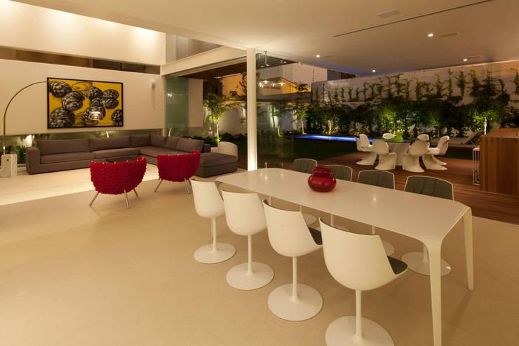 FF HOUSE: Comedores de estilo  por Hernandez Silva Arquitectos