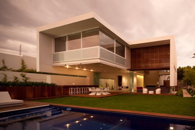 FF HOUSE: Jardines de estilo moderno por Hernandez Silva Arquitectos