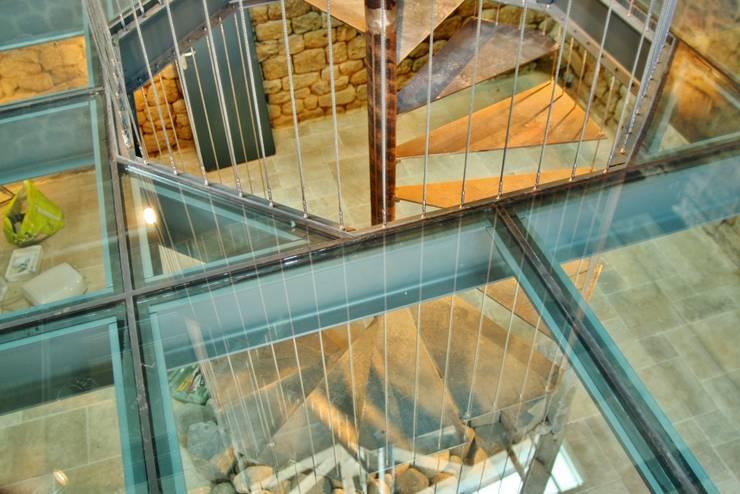 Relais des muletiers:  de style  par Hubert Mesnier Architecte