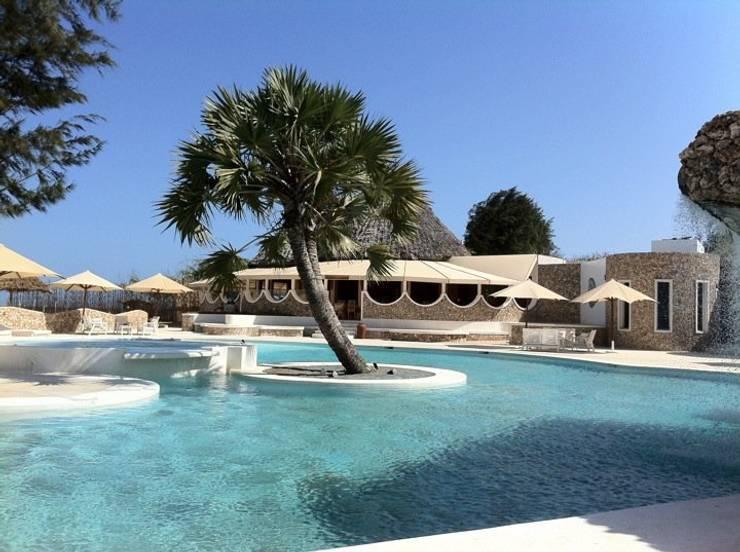 Kola Beach Resort - Malindi Kenya:  in stile  di ANDREA PONTOGLIO ARCHITECT, Tropicale