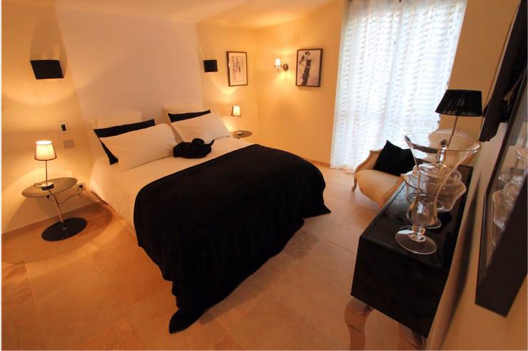 Chambre Mademoiselle Coco: Maisons de style  par AZ Createur d'intérieur