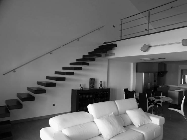 Casa <q>J</q>: Casas de estilo  de Carquero Arquitectura