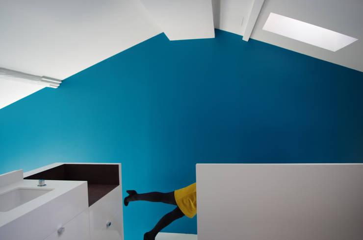 Le palier de la mezzanine:  de style  par Metek Architecture