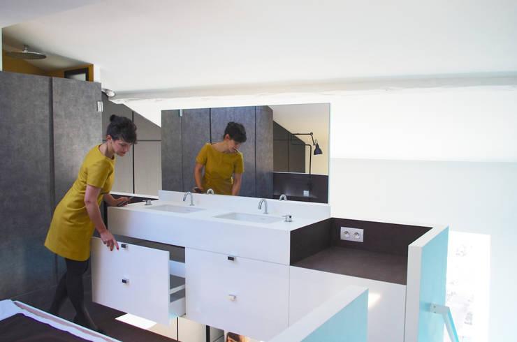 Vasques en mezzanine:  de style  par Metek Architecture