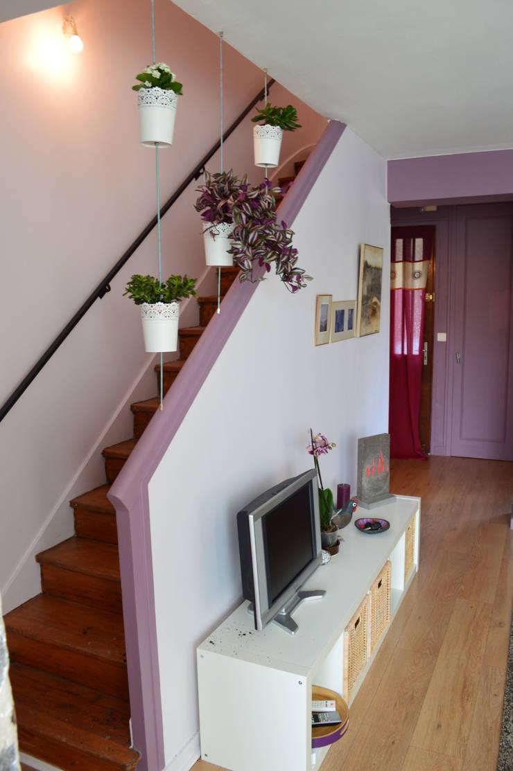 Astuce rampe d'escaliers:  de style  par Julie Montbrizon Architecte d'intérieur