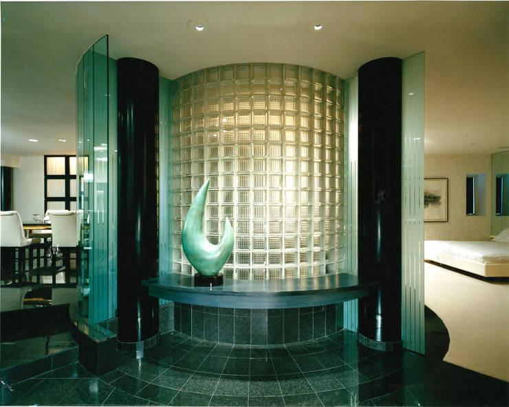 Residential loft foyer  :  Corridor & hallway by Schema Studio Limited