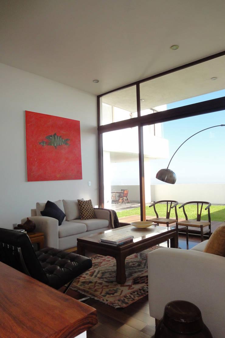Casa DV Salones modernos de ze|arquitectura Moderno