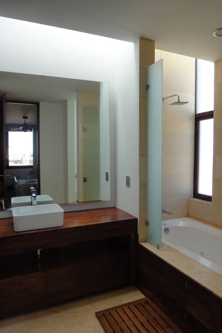 Casa DV Baños modernos de ze|arquitectura Moderno