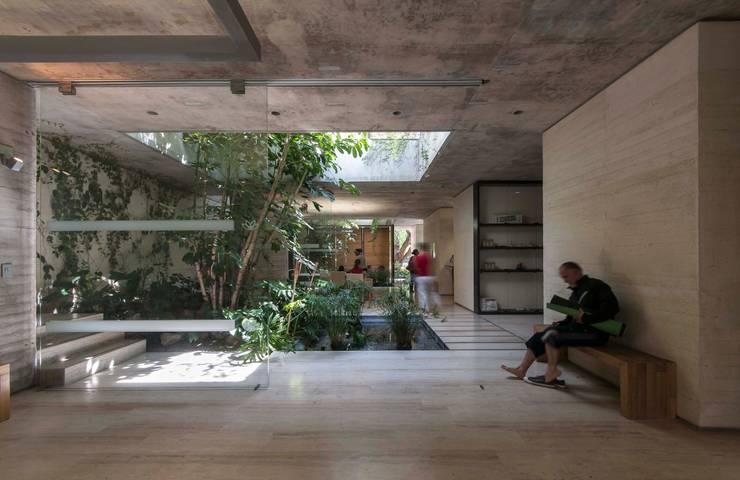 SPA JIVA: Spa de estilo  por Ambrosi I Etchegaray