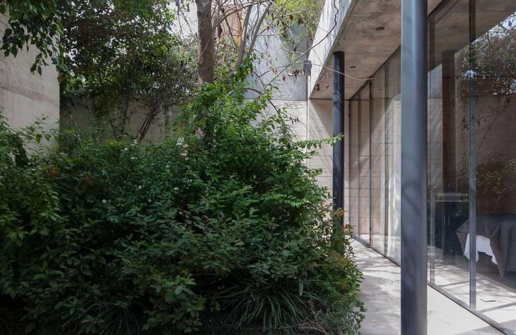 SPA JIVA: Jardines de estilo  por Ambrosi I Etchegaray